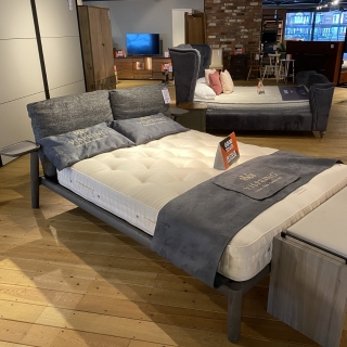 Dioniso King Bed