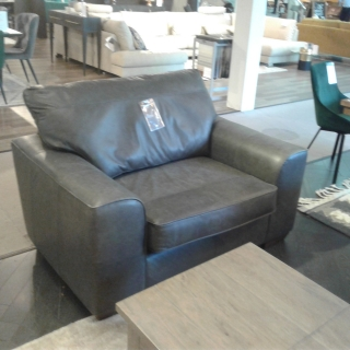 Findlay Leather Loveseat In Charcoal