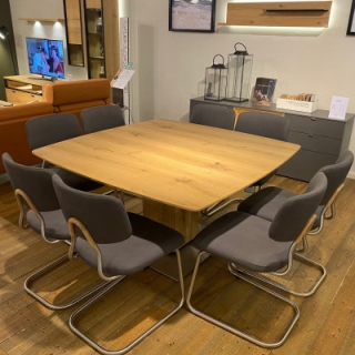 Felser Extending Table With 8 X Chairs